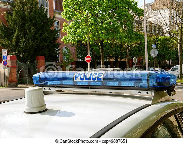El tejado de sirena de la policía de París - csp49887651