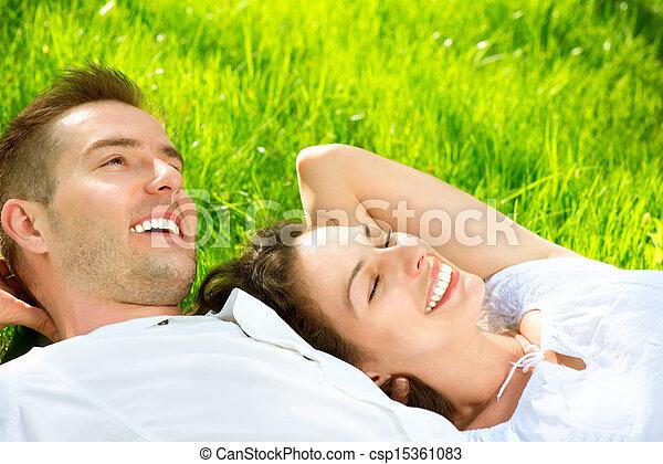 par, ao ar livre, capim, jovem, mentindo - csp15361083