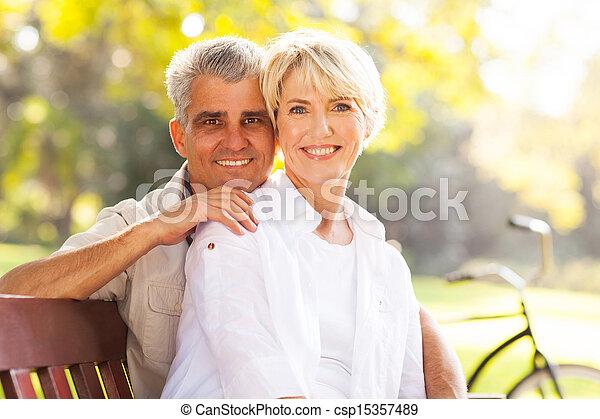 par, aposentado, maduras, ao ar livre - csp15357489