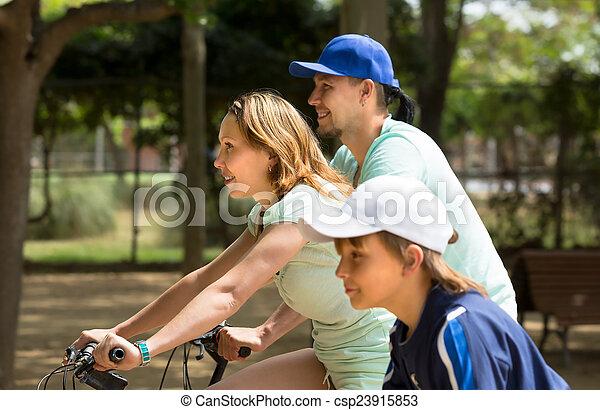 par, bicycles, filho - csp23915853