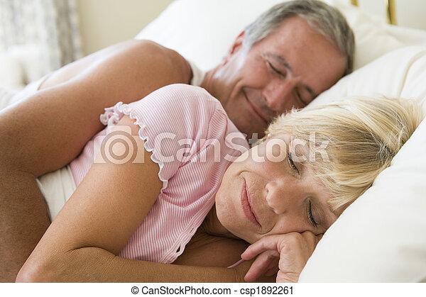 par, mentindo, cama, dormir - csp1892261