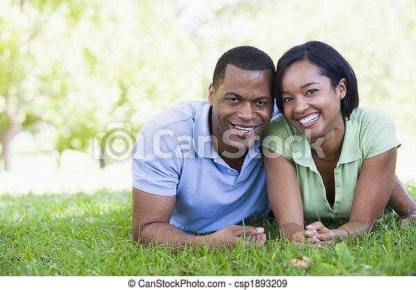 par, sorrindo, mentindo, ao ar livre - csp1893209