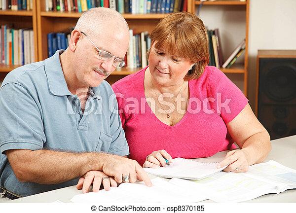par, utbildning, vuxen - csp8370185