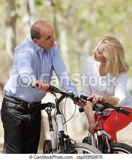 para, bicycles, dojrzały - csp20850870