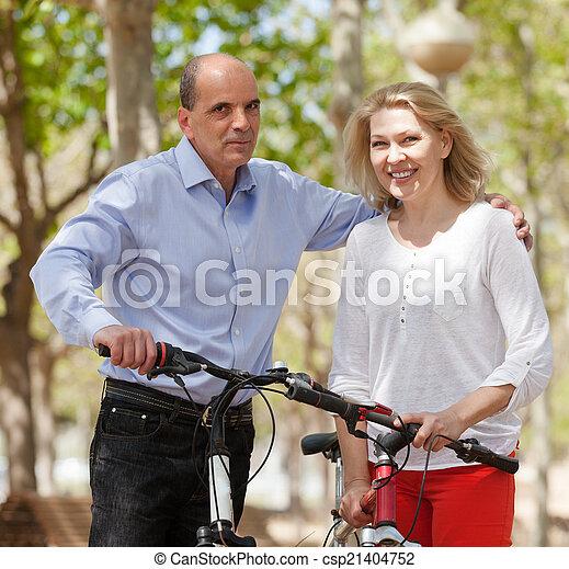 para, bicycles, dojrzały - csp21404752