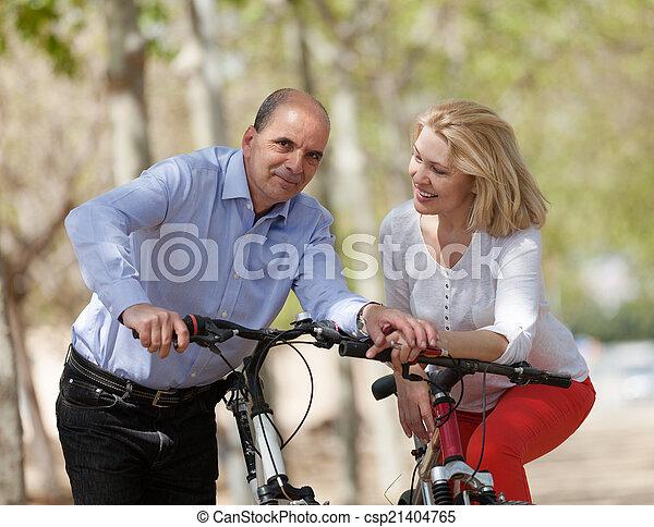 para, bicycles, dojrzały - csp21404765