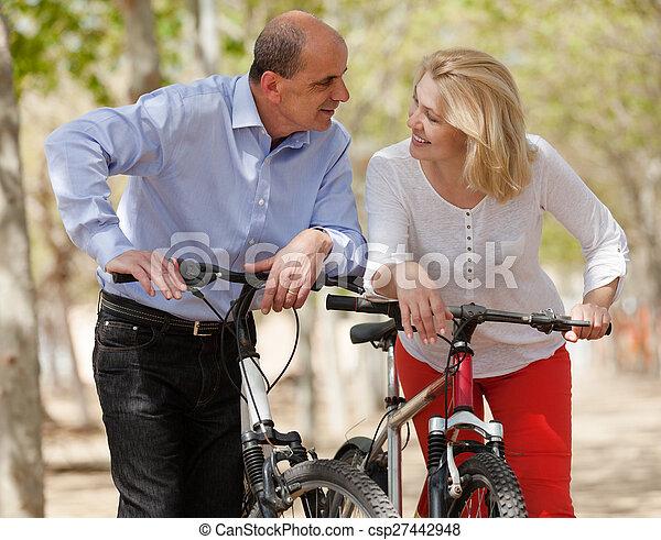 para, bicycles, dojrzały - csp27442948