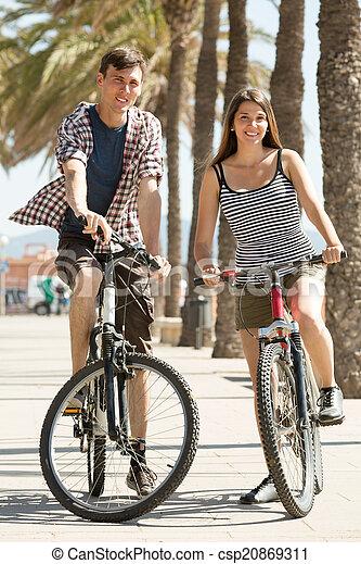 para, bicycles, młody - csp20869311