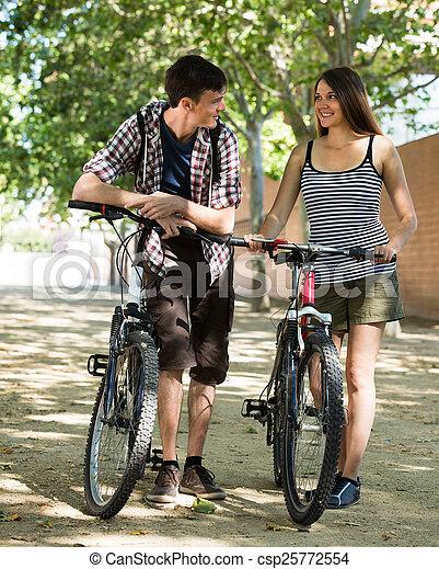 para, bicycles, młody - csp25772554