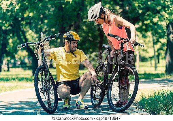 para, bicycles, młody - csp49713647