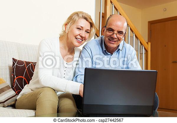 para, laptop, dojrzały - csp27442567