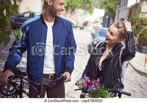 para outdoors, bicycles, młody - csp47959229