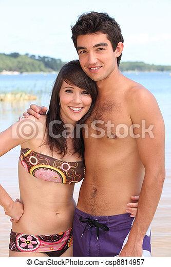 para, plaża, swimwear, młody - csp8814957