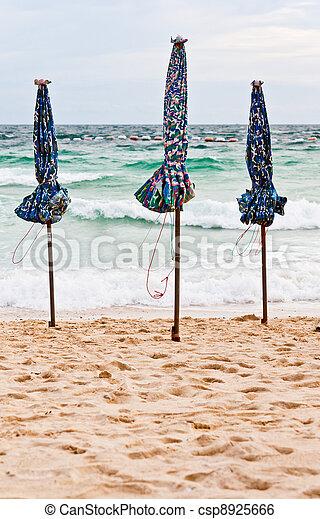 Parasol de playa - csp8925666