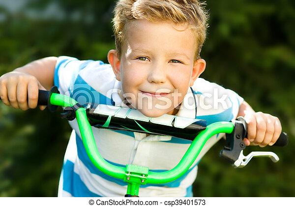 parc, garçon, équitation bicyclette - csp39401573