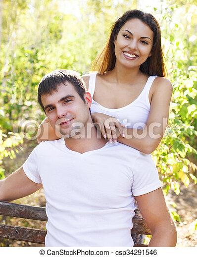 parc, mignon, couple, jour ensoleillé - csp34291546