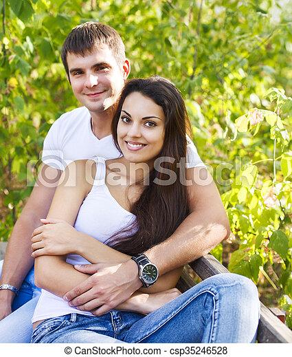 parc, mignon, couple, jour ensoleillé - csp35246528
