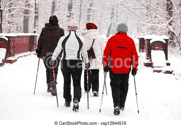 parc, personne agee, groupe, femmes - csp12944516