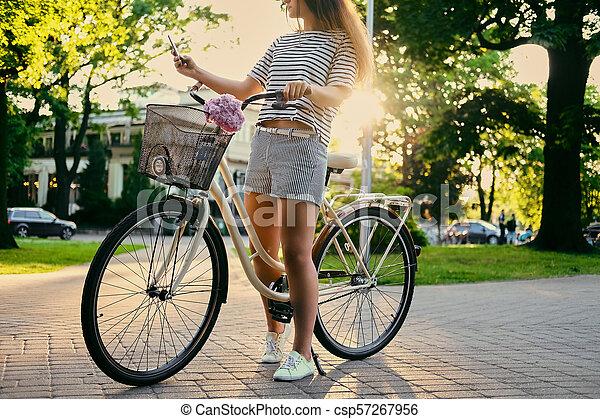 parc, vélo, selfie., femme, confection - csp57267956