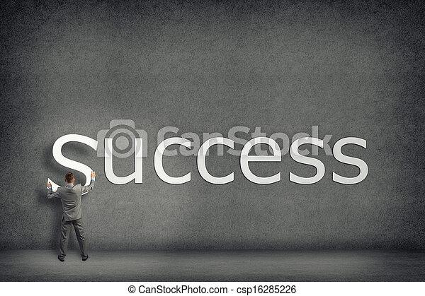El empresario colecciona en la pared la palabra éxito - csp16285226