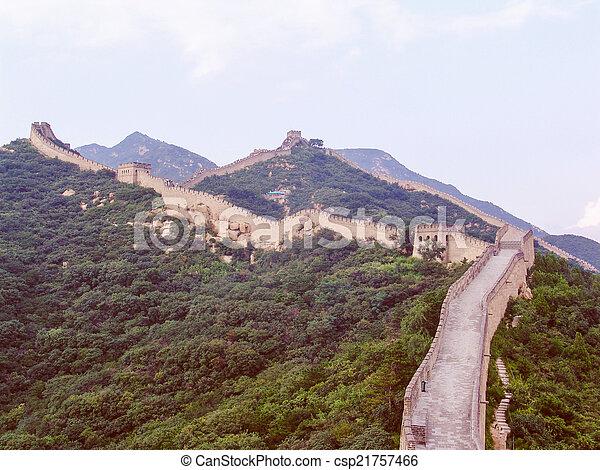 Retro parece una gran pared china - csp21757466