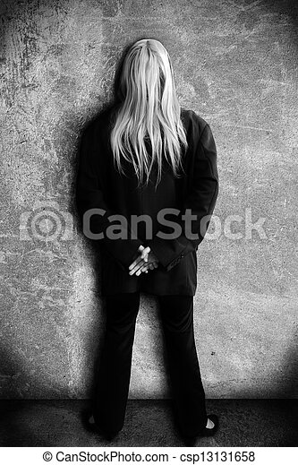 Una chica contra una pared - csp13131658