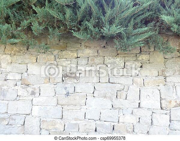 Muro de piedra - csp69955378