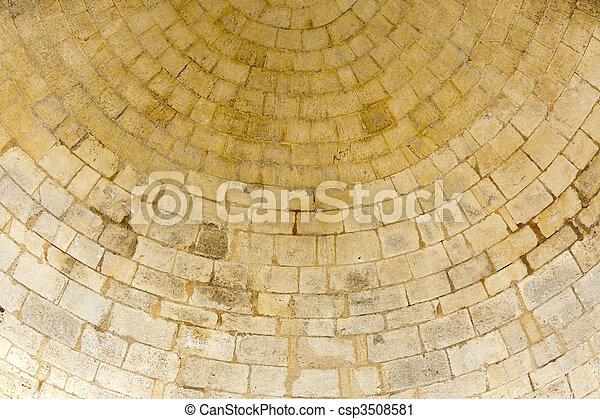 La vieja pared redonda de piedra - csp3508581