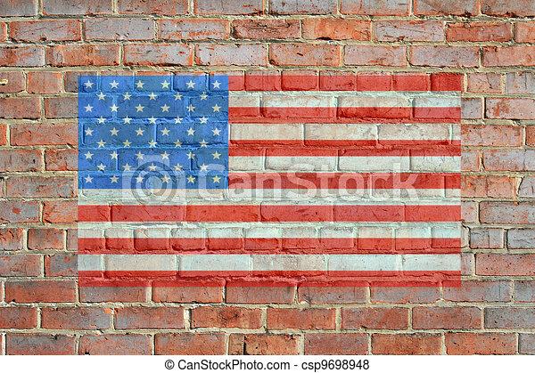 Pintaron bandera americana en la pared de ladrillos - csp9698948