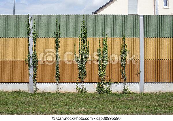 El muro de la barrera del ruido - csp38995590