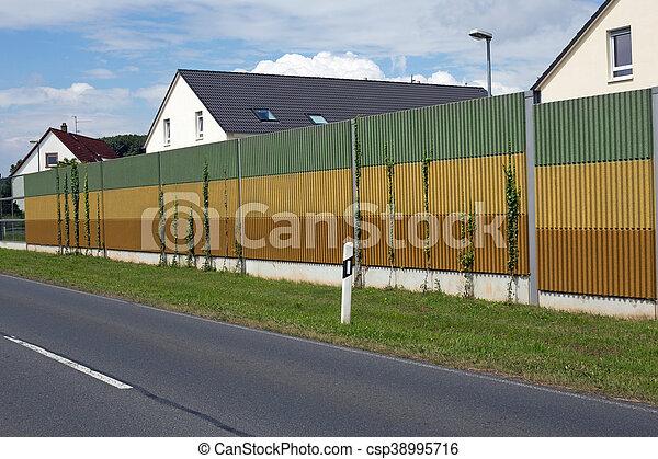 El muro de la barrera del ruido - csp38995716