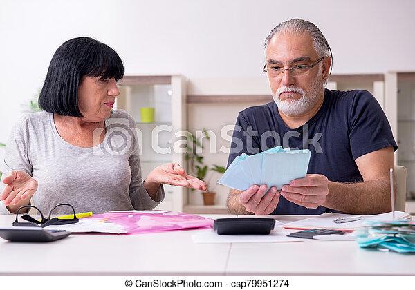 pareja, 3º edad, planes, financiero, discutir - csp79951274