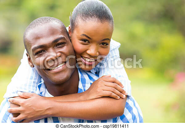 Una pareja africana - csp19811411