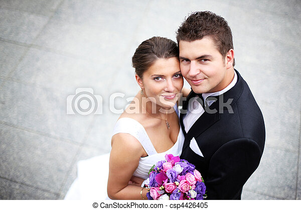Una pareja de bodas - csp4426405