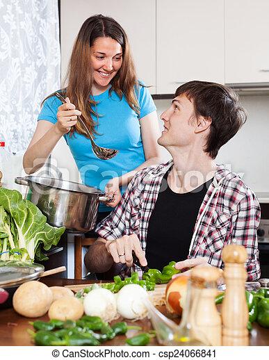 Una pareja encantadora cocinando juntos - csp24066841