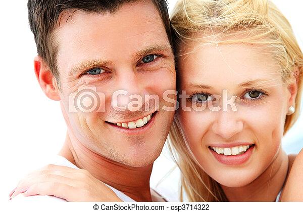 Joven pareja feliz - csp3714322