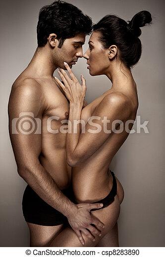 Pareja romántica en lencería - csp8283890