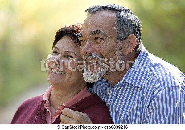 Una pareja romántica - csp0839216