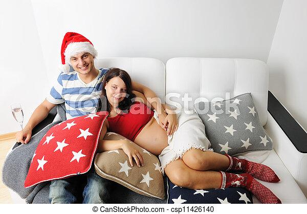Una pareja embarazada en Navidad - csp11426140