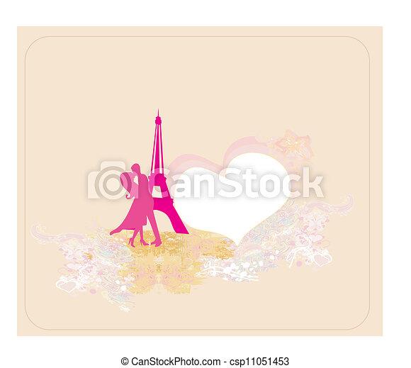 Una pareja romántica en París besándose cerca de la torre de eiffel - csp11051453