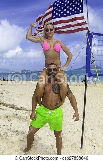 Una pareja perfecta en la playa - csp27838646