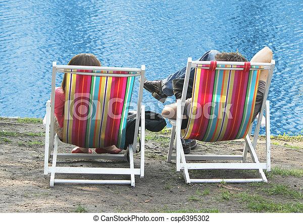 Una pareja en la playa - csp6395302