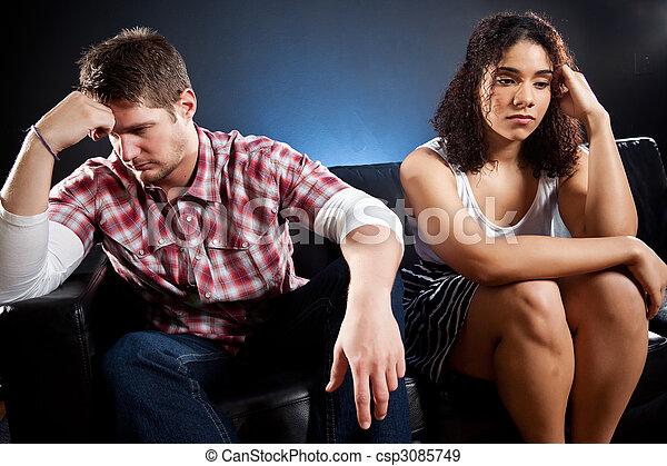 Una pareja en problemas - csp3085749