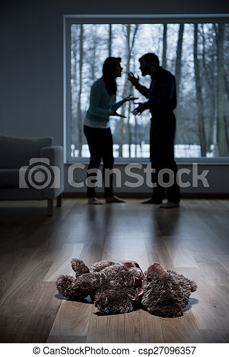 Parents arguing at home - csp27096357