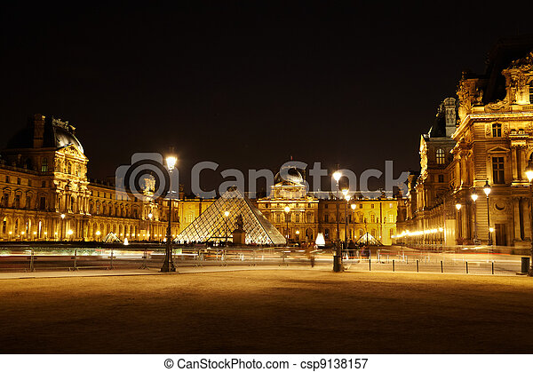 PARIS - JANUARY 1: Square with the pyramid and the equestrian st - csp9138157