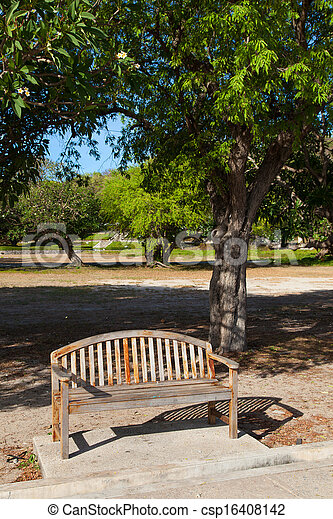 Bench en el parque. - csp16408142