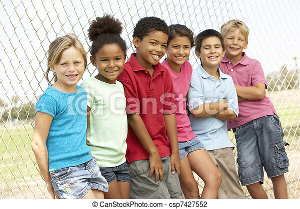 park, groep, spelende kinderen - csp7427552