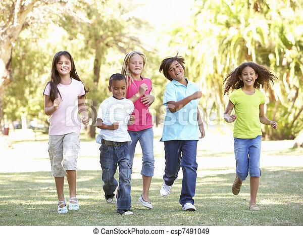 park, rennender , gruppe, kinder, durch - csp7491049