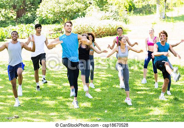 park, trainieren, leute - csp18670528