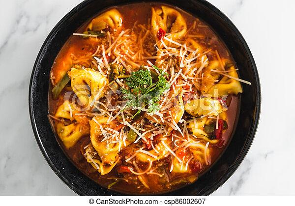 parmesan, tomate, vegan, dairy-free, tortellini, nourriture, aubergine, sauce, plant-based - csp86002607